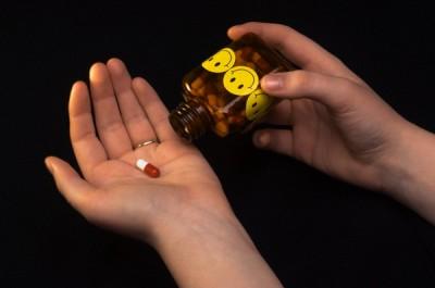 Ученые выяснили, почему антидепрессанты быстро не могут снять симптомы заболевания