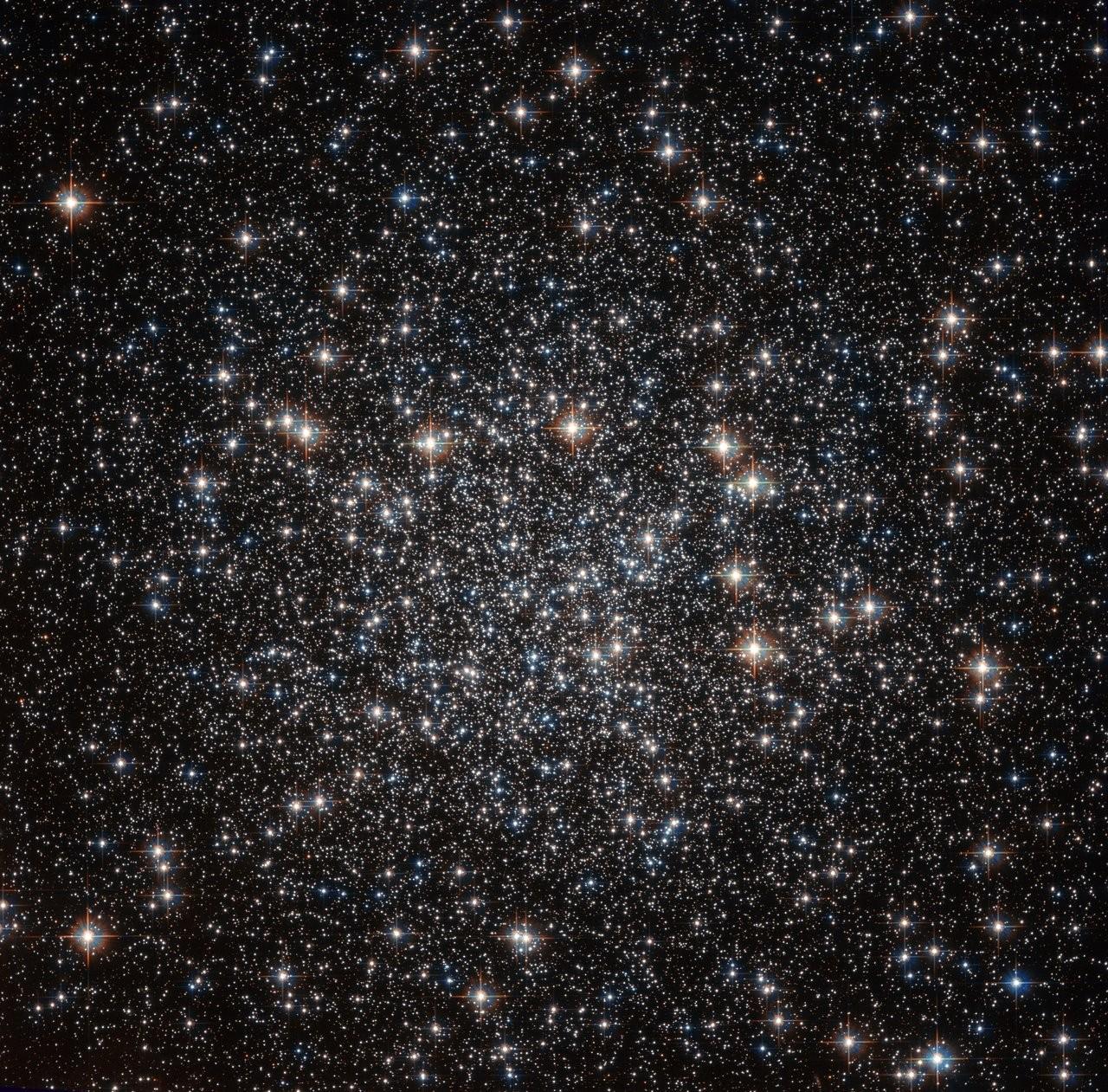 Телескоп Hubble сделал кадры самых старинных звезд Млечного Пути