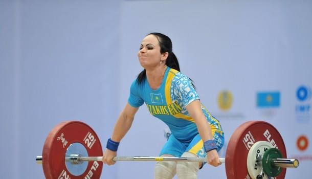 Тайская тяжелоатлетка одолела в меньшей весовой категории— Легкая исильная