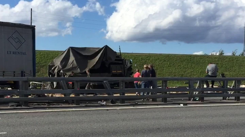 Фура протаранила военный грузовой автомобиль, 11 человек пострадали— ДТП под Санкт-Петербургом