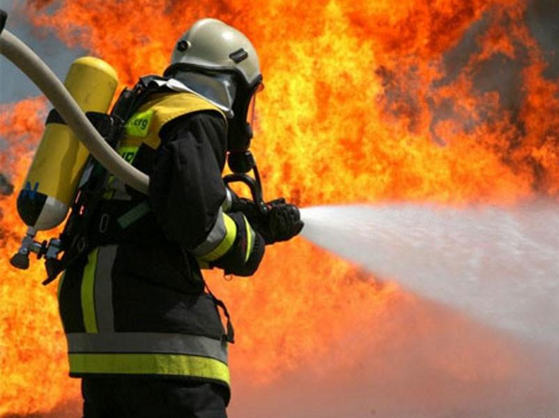 ВНовом Уренгое «Приора» взорвалась водворе жилого дома