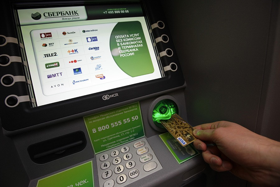 Сберегательный банк ограничил вчасти банкоматов прием купюр на5 тыс. руб.