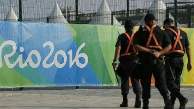 Рио-2016. Полицейские, обеспечивающих безопасность наИграх, попали под обстрел
