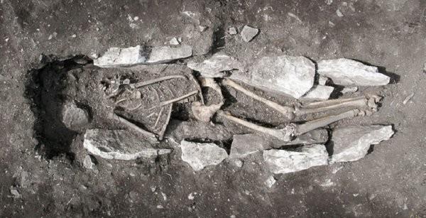 Древнейшие греки практиковали жертвоприношения иканнибализм
