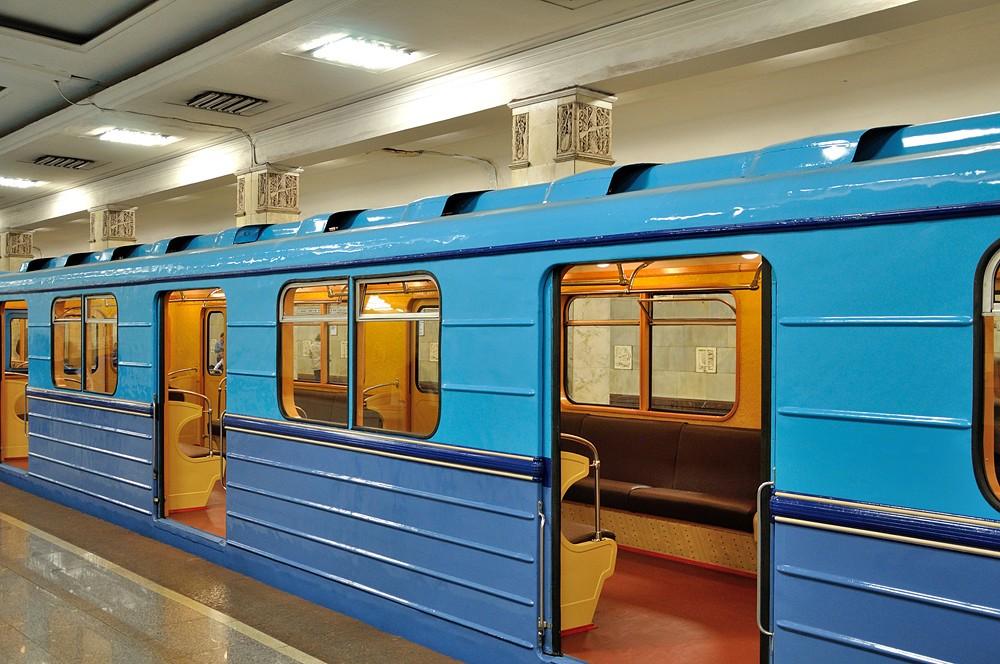 Пассажир мосметро застрял между поездом иплатформой