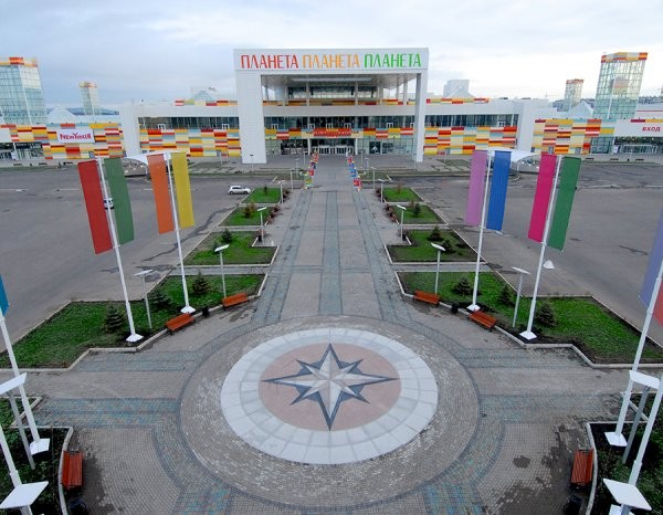ВКрасноярске сильный град пробил крышу торгового центра «Планета»