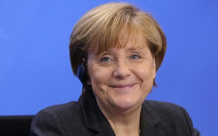 Меркель призывает управляющих больших компаний нанимать беженцев