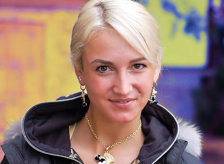 «Цена счастья»: Ольга Бузова презентовала автобиографию