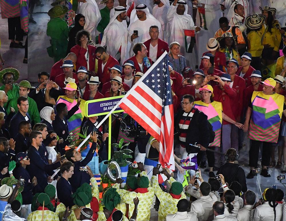 Женская эстафета принесла США 14-е золото Олимпиады вплавании