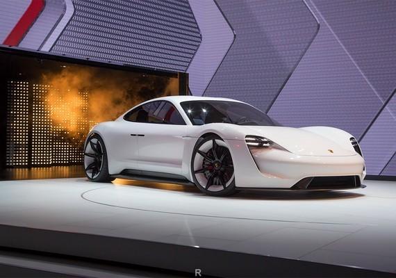 porsche выпустили новый электромобиль