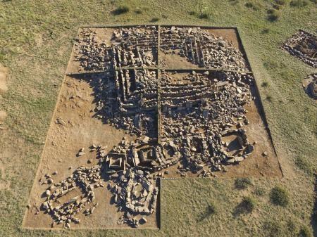 Необычайное захоронение вформе пирамиды обнаружили археологи вКазахстане