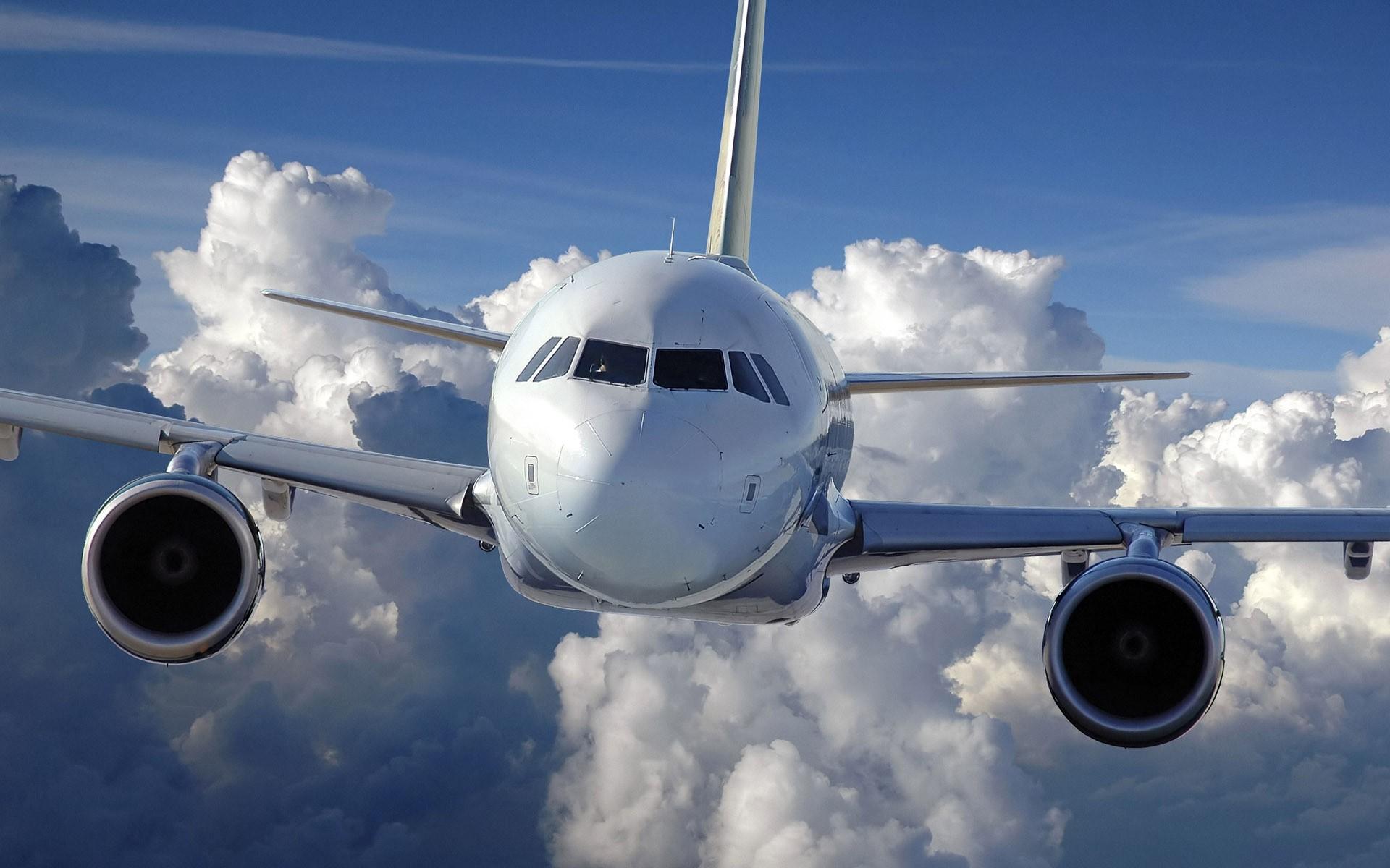 2-ой задень самолет совершает экстренную посадку ваэропорту Ростова