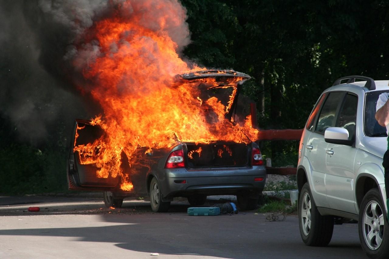 В столице после ДТП сучастием 3-х авто начался пожар