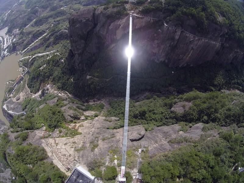 ВКитайской народной республике откроют самый длинный ивысокий вмире стеклянный мост