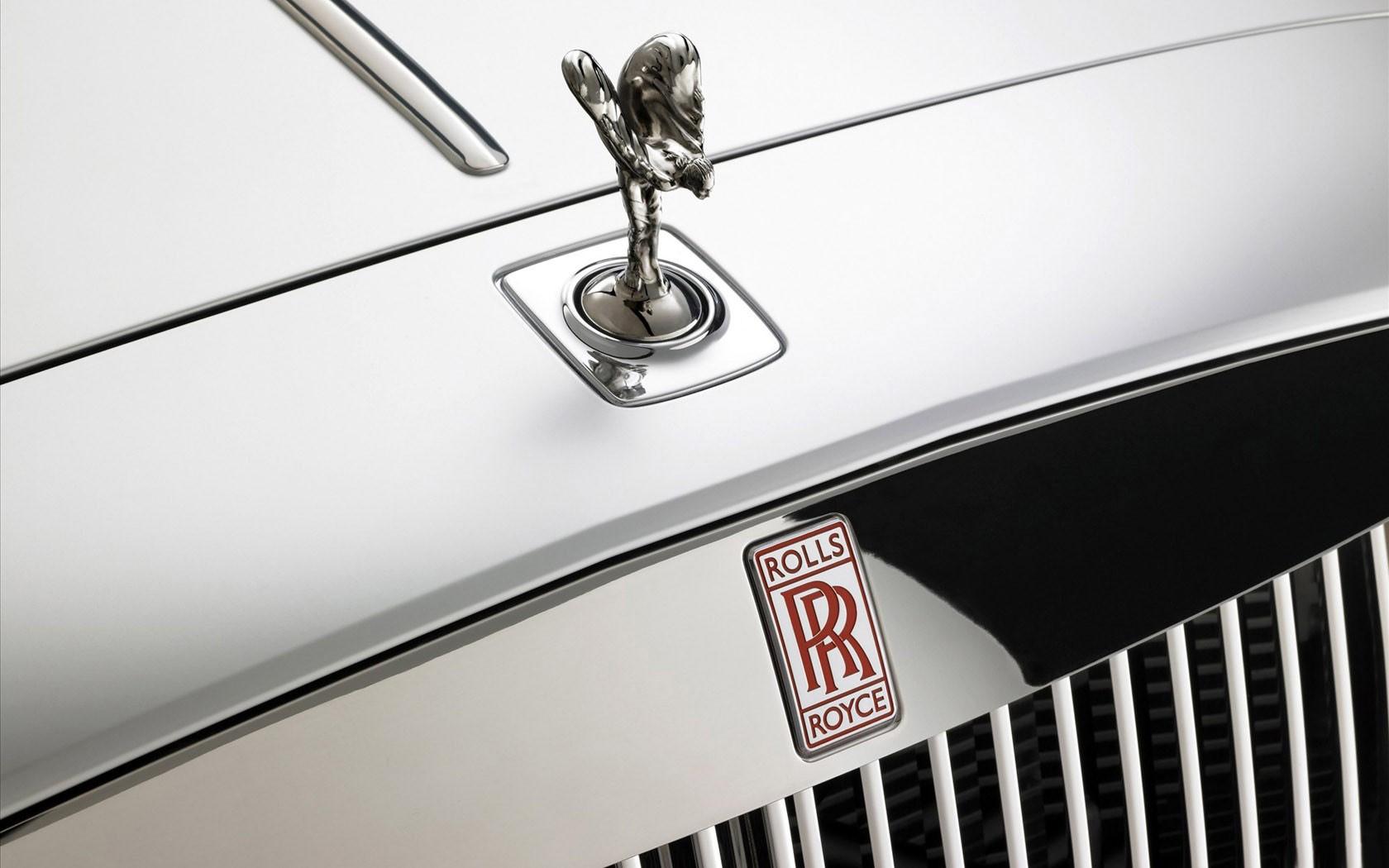 Летом вырос спрос наавтомобили Роллс Ройс