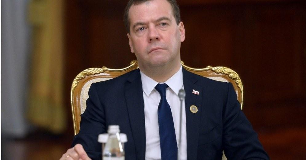 Новый перл Медведева: Нерассказывайте отрудностях жизни