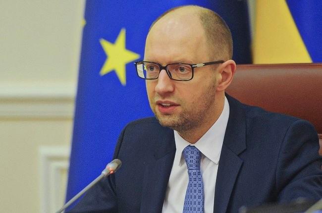 Яценюк: Инициативы поснятию санкций сРФ— «голоса слабости»