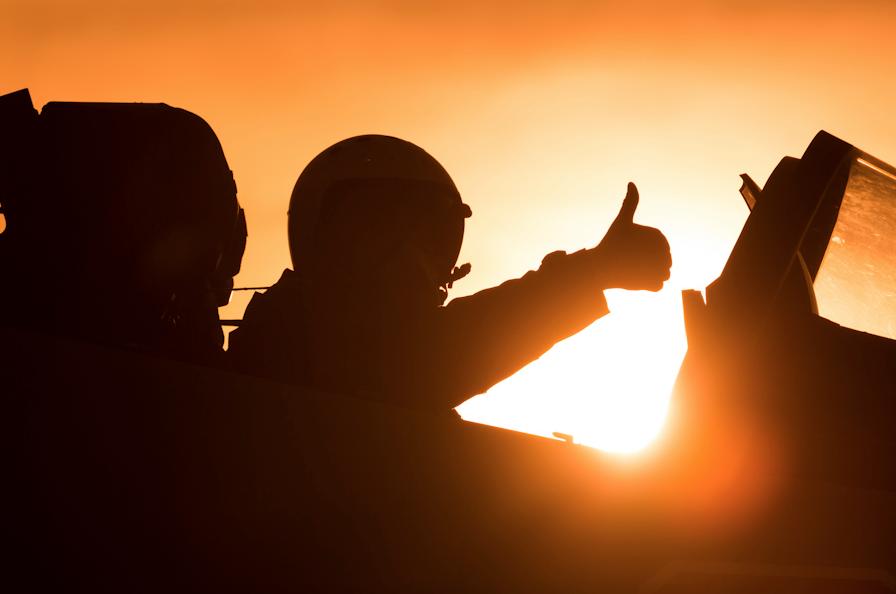 «Остаться вживых»: летчики ВКС РФ удачно отработали уход из-под ракетного удара
