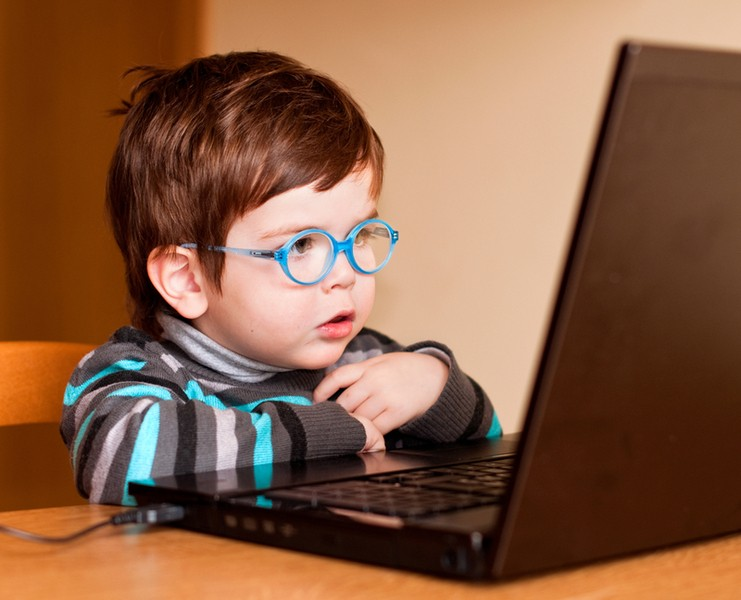 Зависимость русских школьников отИнтернета падает— Исследование