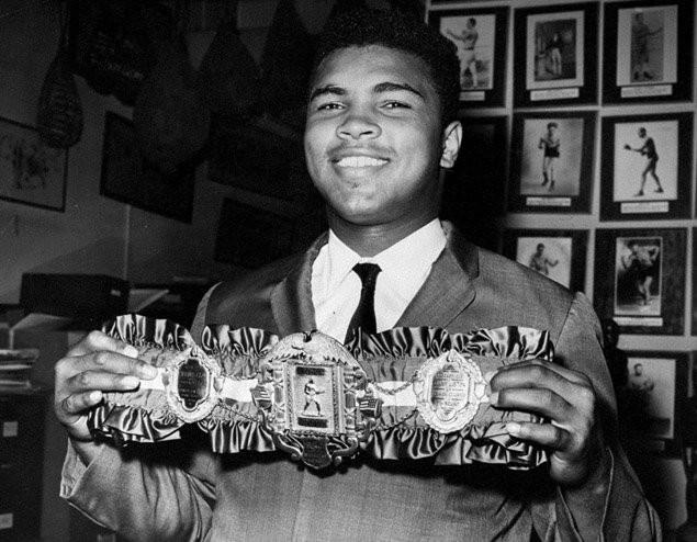 Вещи боксера Мохаммеда Али уйдут смолотка