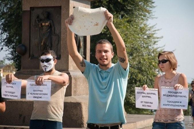 ВОдессе прошел марш вподдержку шаурмы