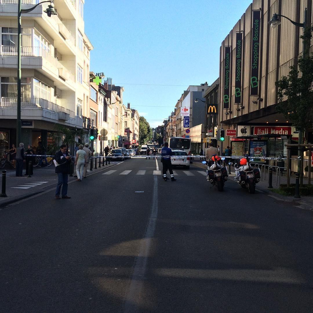 Женщина сножом напала напассажиров автобуса вБрюсселе