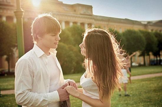 Ученые узнали, после какого свидания люди обычно влюбляются