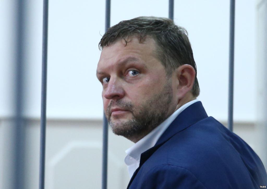 Суд оставил Никиту Белых под арестом додекабря
