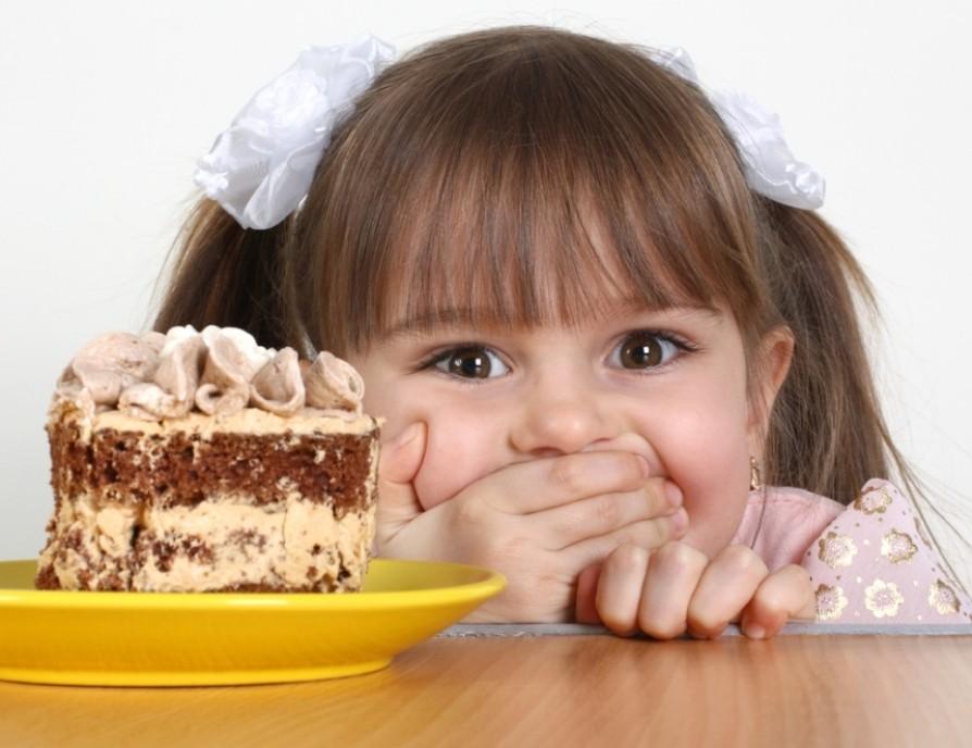 Ученые определили дневную норму сахара для детей