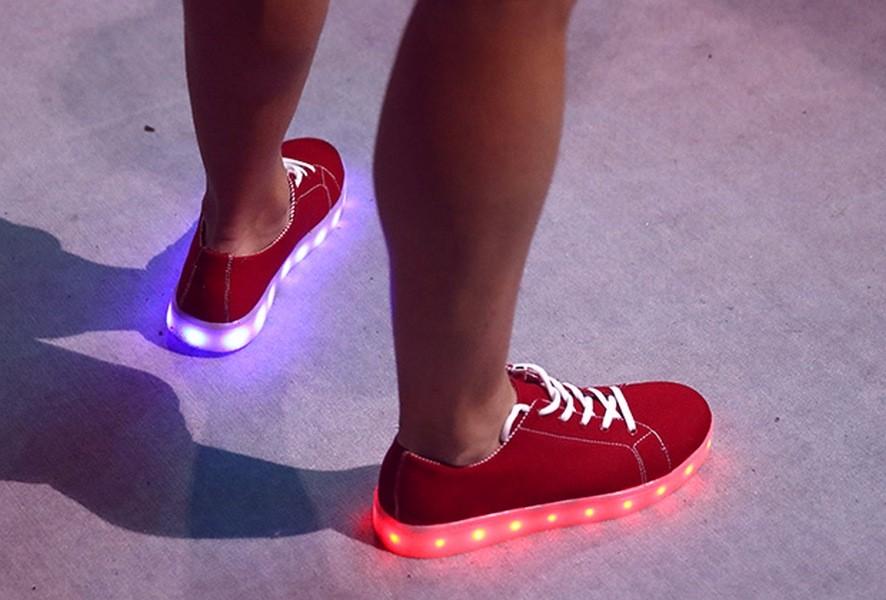 Поклонникам олимпийской сборной Англии подарят светящиеся кроссовки