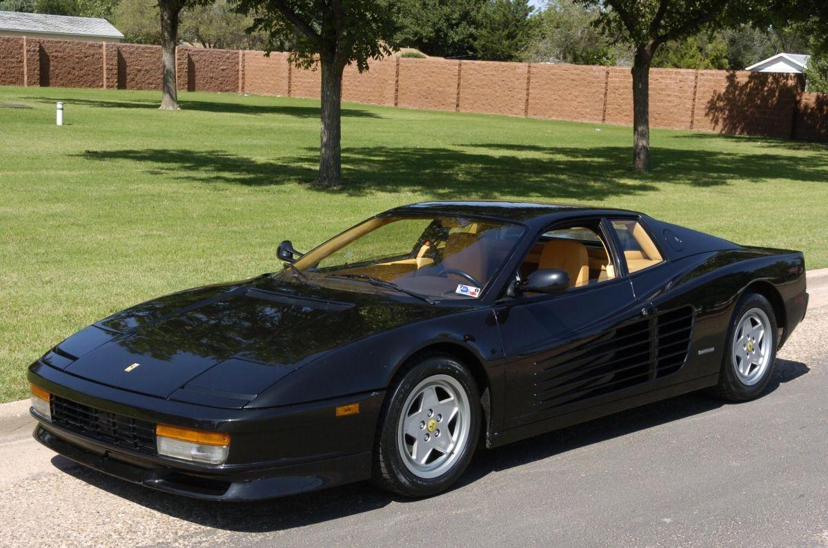 ВОмске реализуют спорткар изИталии 1989 года