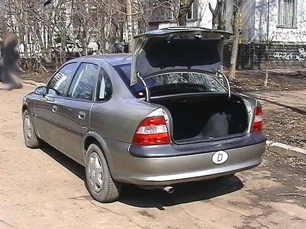 Жительница Владивостока обнаружила вбагажнике своего авто труп женщины