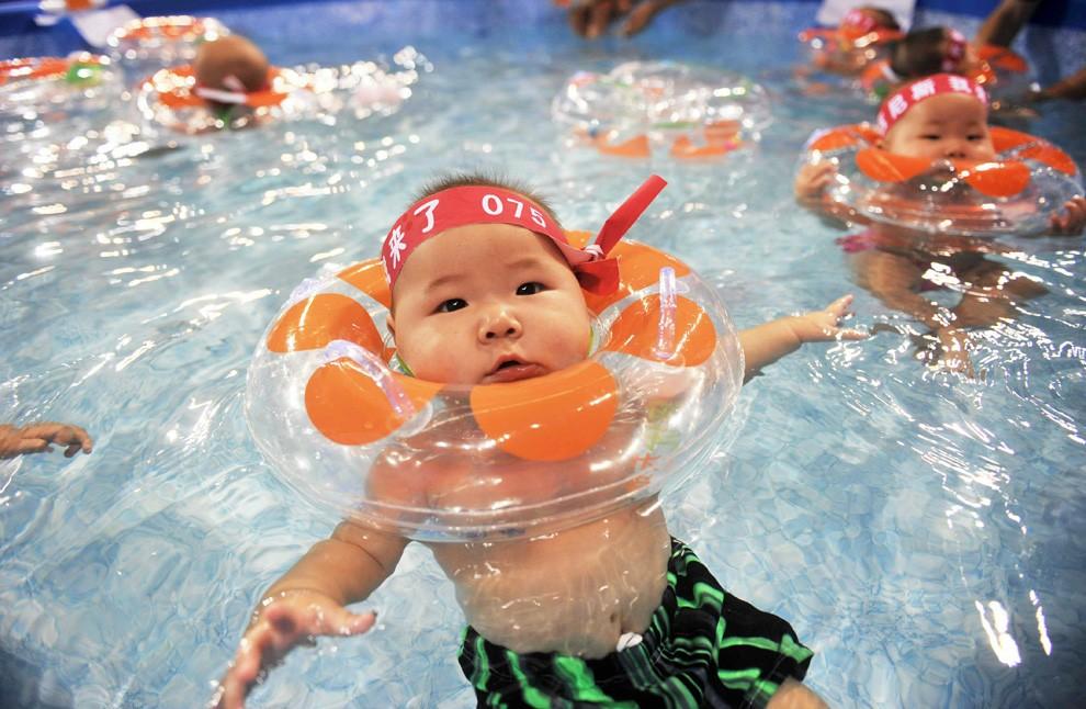 Практически 300 детей заболели после посещения бассейна вХарбине