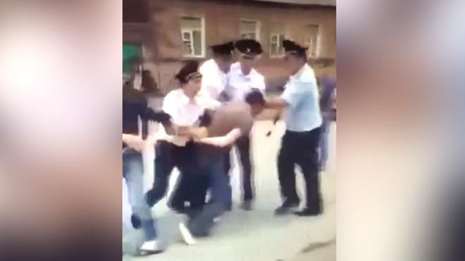 Нарушители ПДД вСеверной Осетии устроили массовую драку сполицейскими