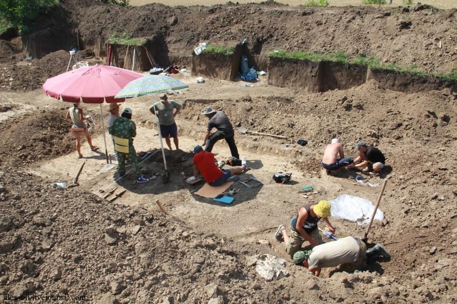 Археологи обнаружили древнее захоронение 2-х детей вМостовском районе