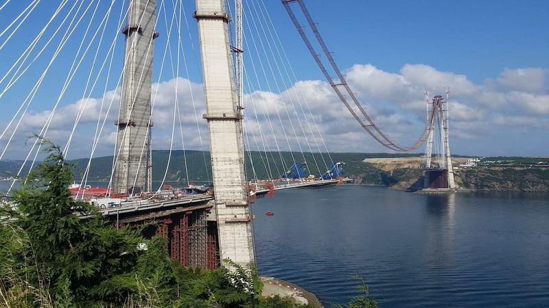 ВСтамбуле открыли стратегический для региона третий мост через пролив Босфор