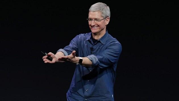 За 5 лет Тим Кук получил акций Apple на $373 млн