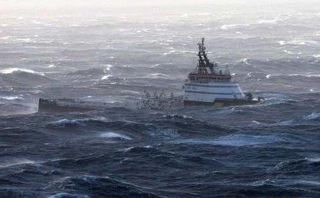 ВБаренцевом море рыболовецкое судно подало знак обедствии