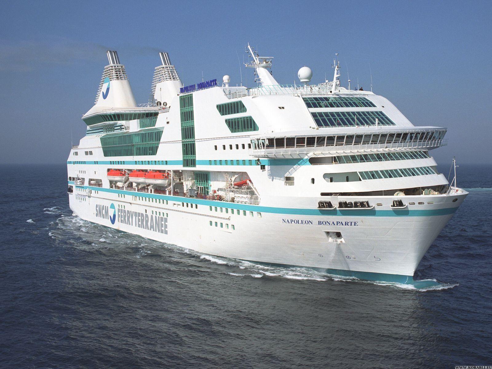 Пассажирский паром столкнулся срыболовецким судном около Гонконга