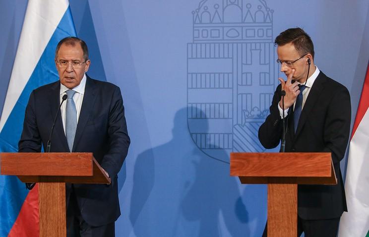 Лавров обсудил сглавой МИД Венгрии международные проблемы