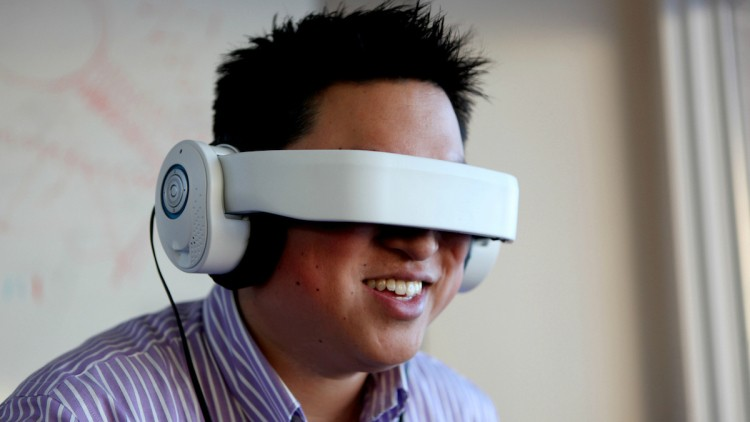 VR-гарнитуры станут использовать ваттракционах парков развлечений