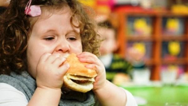 Ученые выявили зависимость между рекламой и рационом питания детей