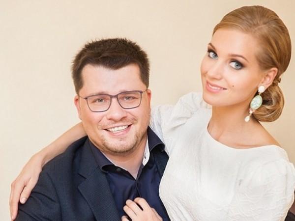 Гарик Харламов портит внешний вид Кристины Асмус