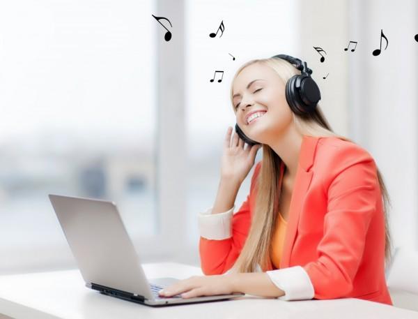 Ученые: Музыка на работе повышает продуктивность и командный дух