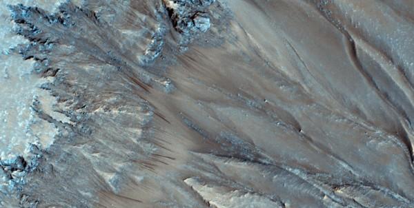 Марсианские потоки оказались практически полностью безводными