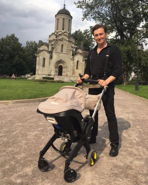Безруков поделился новым фото с новорожденной дочерью