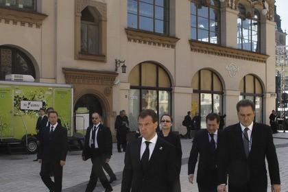 Медведев возглавит официальную делегациюРФ напохоронах Каримова
