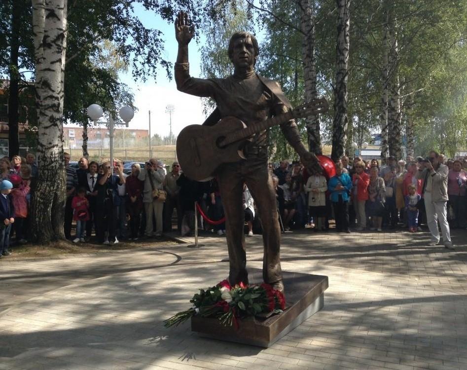 Сын Владимира Высоцкого посетил открытие монумента артисту вВоткинске