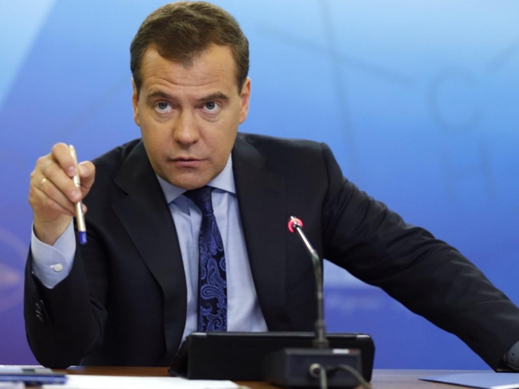 Руководство РФ. Д. Медведев поручил обсудить улучшение системы оплаты труда учителей