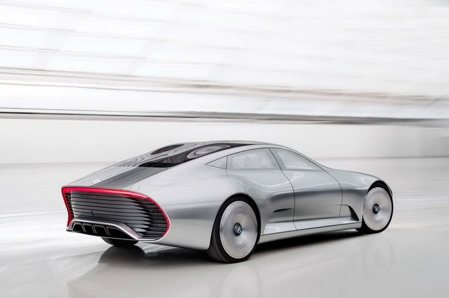 Компания Mercedes презентует новый электрокар напарижском автосалоне